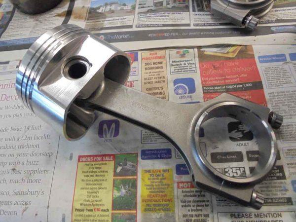 Alfa Romeo piston with connecting rod